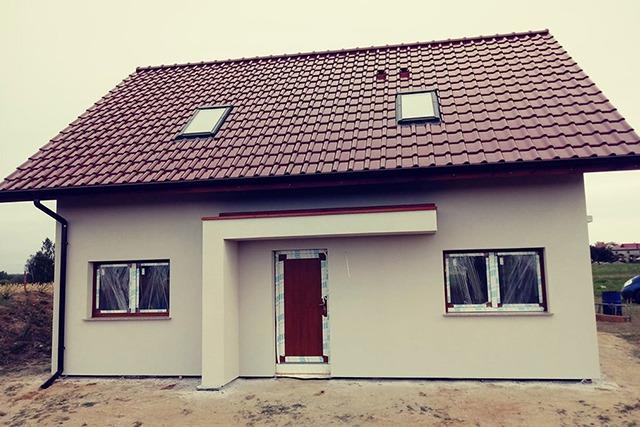 dom jednorodzinny z prefabrykatów keramzytowych w miejscowości trzebnice